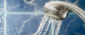 ハゲはシャワーの水圧にこだわれ!薄毛・抜け毛対策に効果的!